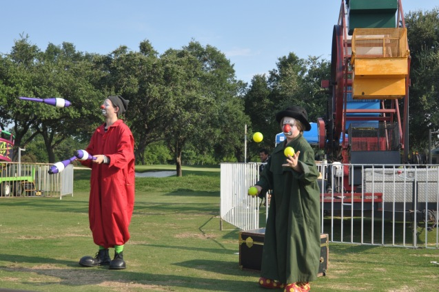 Badger and Zerp Juggling at Bent Tree Country Club