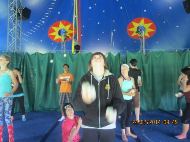 Juggling Four Balls