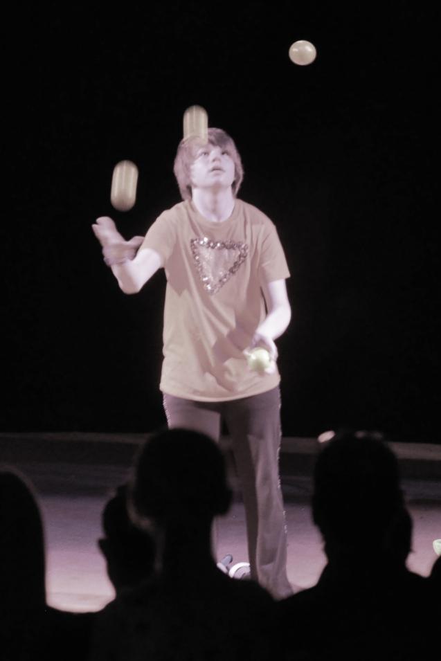 Dallas juggler Kameron Badgers Lone Star Circue Cha Cha Cha