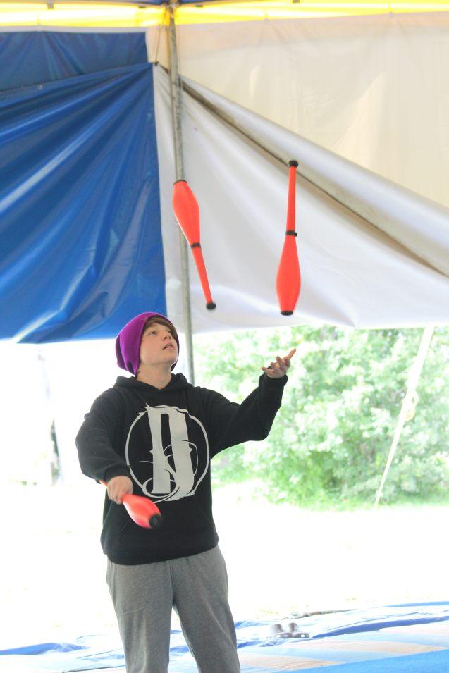 Kameron Badgers juggling at Circus Smirkus 2016